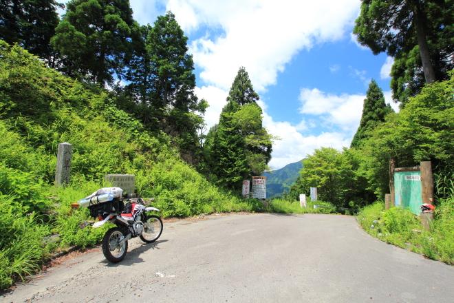 八草峠の全景