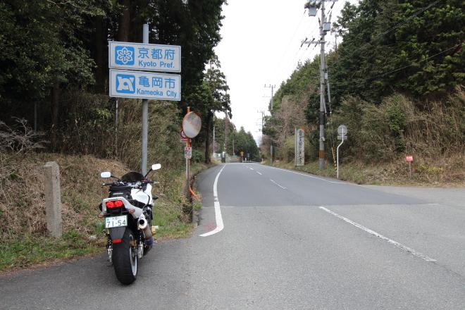 県境の峠の道路標識