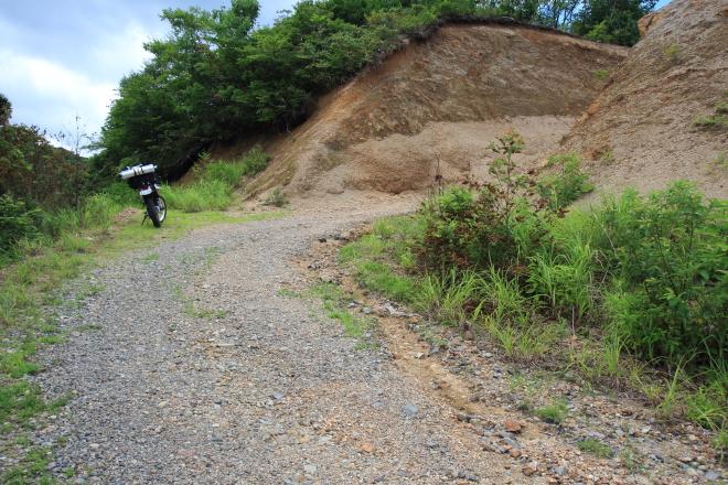 切り通した斜面の土