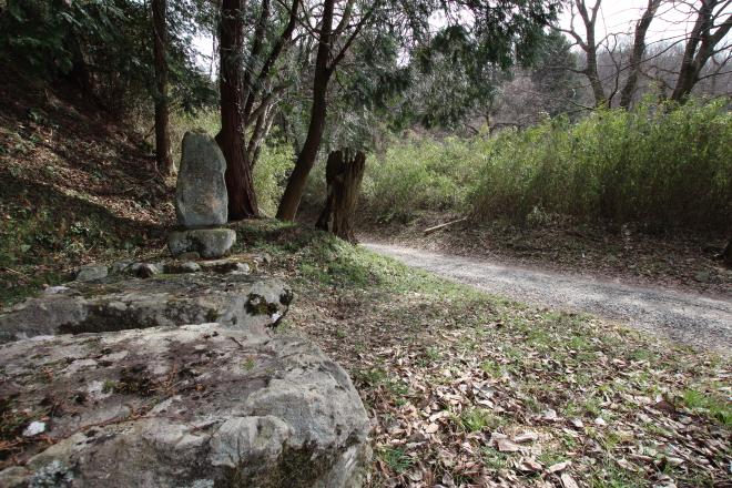 猪ノ子峠の石碑