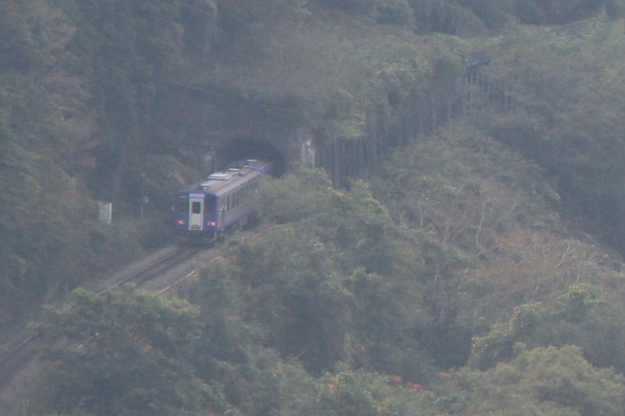 木屋峠から見える電車