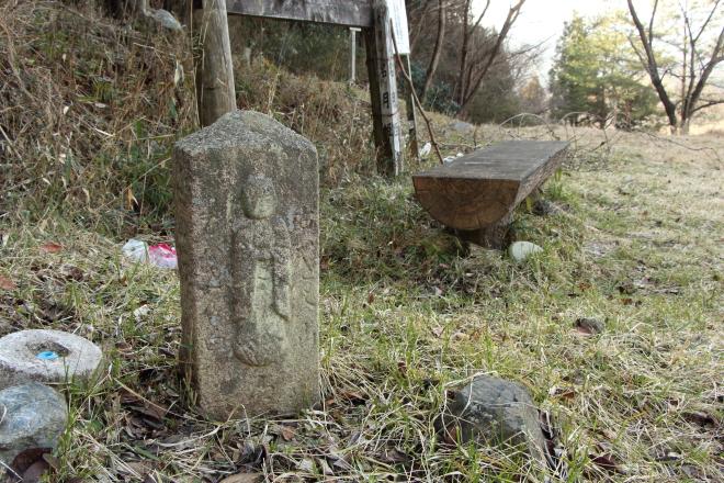 名月姫の石像
