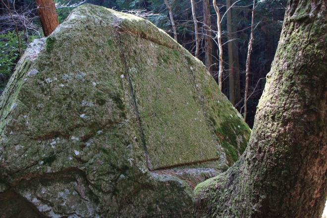 石に刻まれた図形