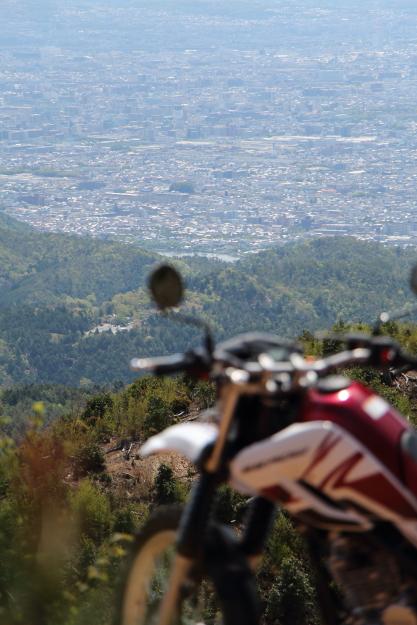 セローとサカサマ峠の眺望