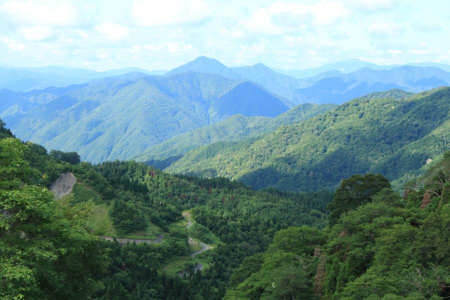鳥越峠から見た岐阜県側の風景