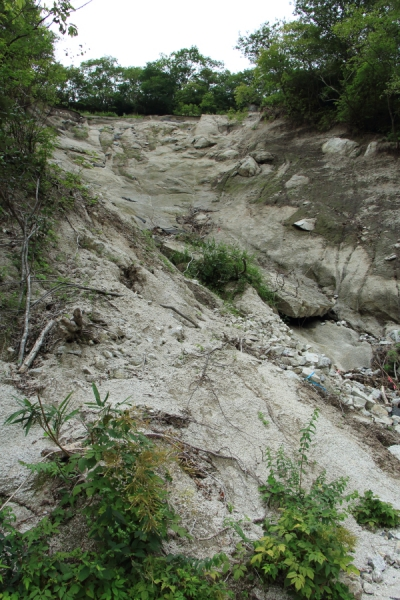 国見峠の土砂崩れの上部