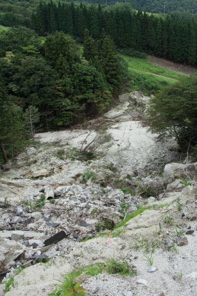 国見峠の土砂崩れの下部