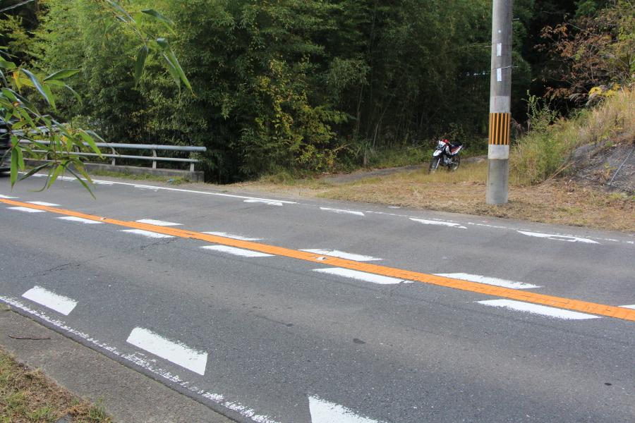 国道163号からの桜峠への進入口