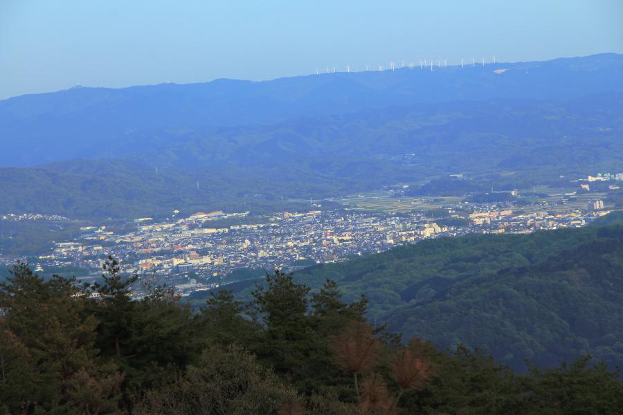 三国越展望台から伊賀盆地を望む