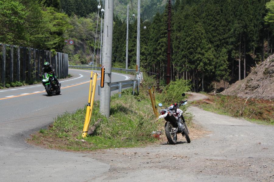 堀越峠への進入口