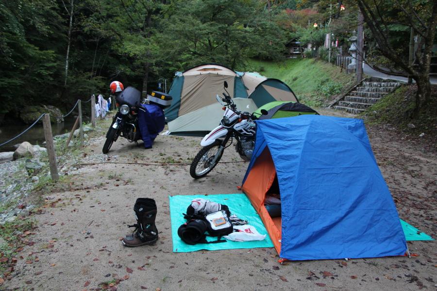 キャンプツーリングのテント